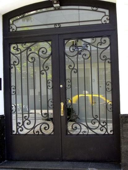Puertas fierro forjado metalarte el arte del fierro for Fotos de puertas de metal