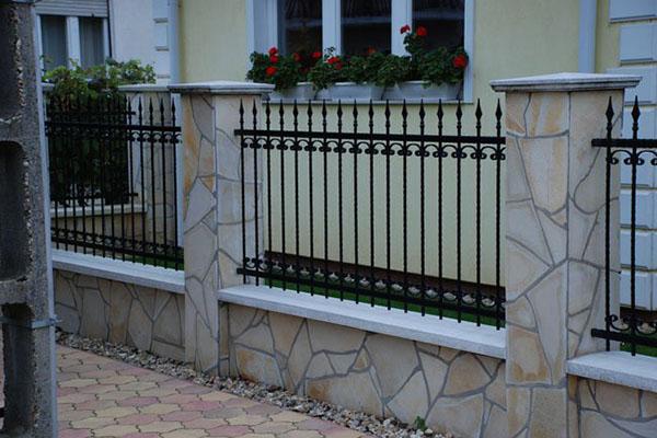 Rejas fierro forjado metalarte el arte del fierro for Reja para jardin vertical